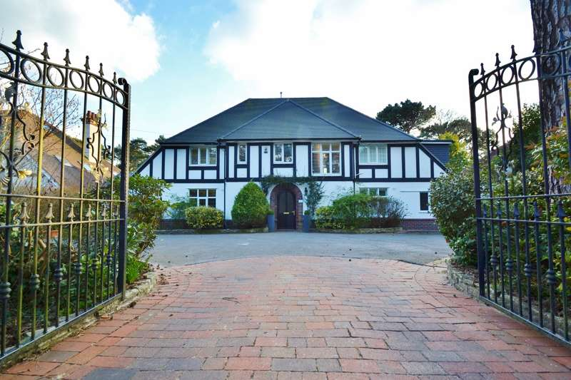 5 Bedrooms Detached House for sale in Talbot Woods