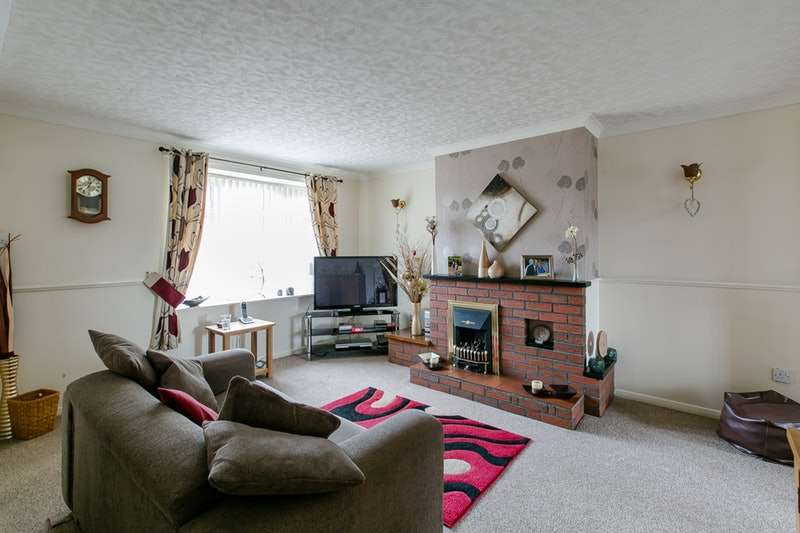 3 Bedrooms Semi Detached House for sale in Pasture Close, Grantham, Lincolnshire, NG33