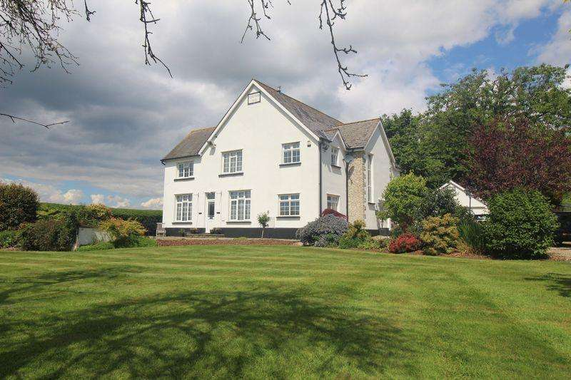 4 Bedrooms Detached House for sale in Caerwent, Chepstow