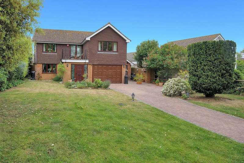 5 Bedrooms Detached House for sale in Waldershare Avenue, Sandwich Bay, Sandwich
