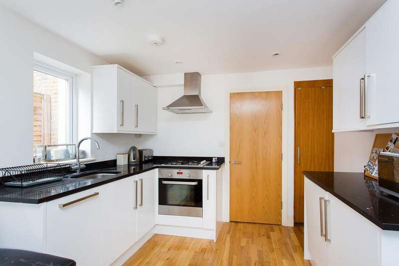 2 Bedrooms Flat for sale in Ballater Road, Brixton, SW2