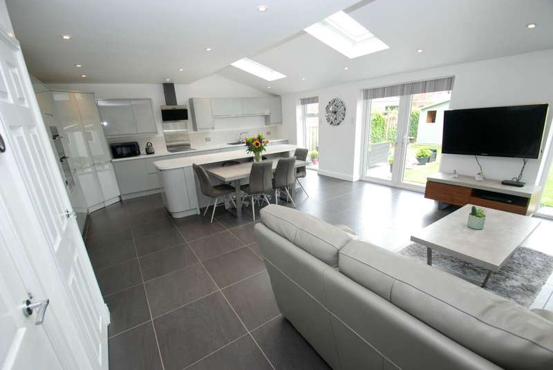 4 Bedrooms Detached House for sale in South Drive, Cleadon