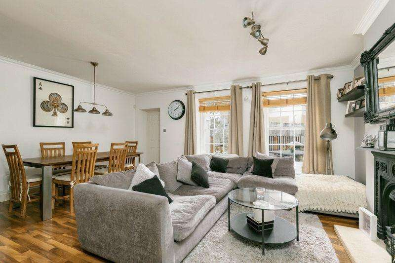 2 Bedrooms Apartment Flat for sale in Pro-Cathedral Lane, Clifton