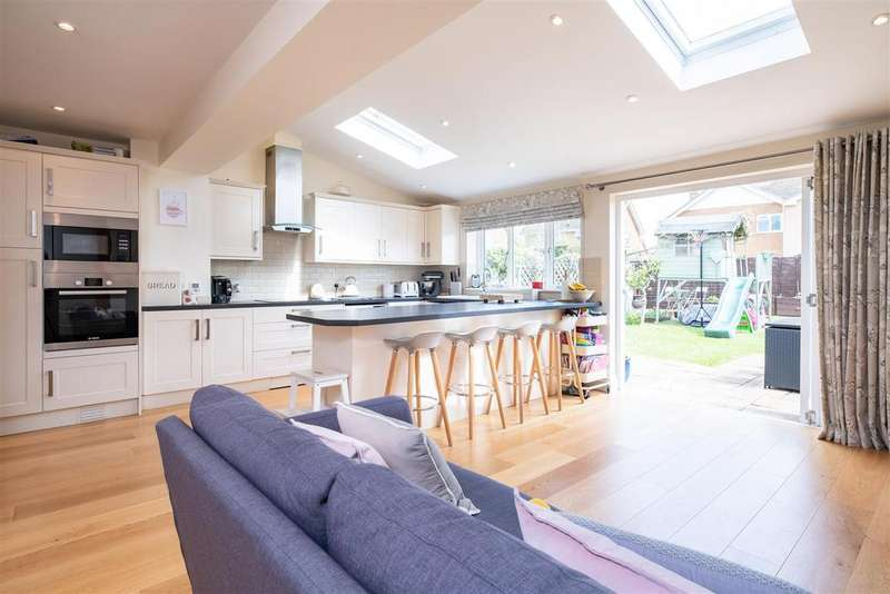 4 Bedrooms Semi Detached House for sale in Sankey Grove, Moreton in Marsh, Gloucestershire