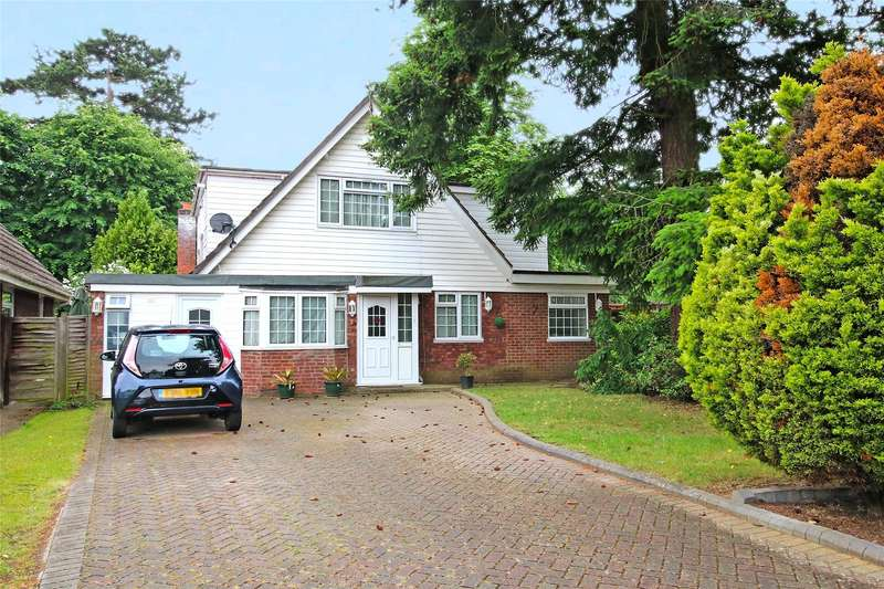 5 Bedrooms Detached House for sale in Junewood Close, Woodham, Surrey, KT15