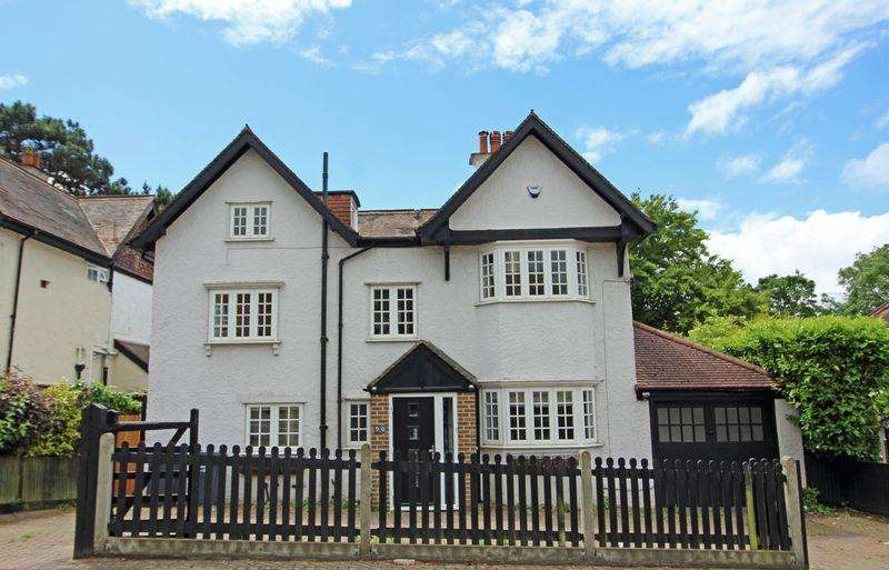 4 Bedrooms Detached House for sale in Purley Downs Road, Sanderstead, Surrey