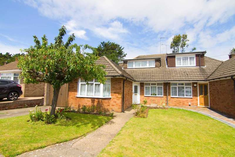 3 Bedrooms Semi Detached House for sale in Ridgeway Avenue, Dunstable, Bedfordshire, LU5 4QN