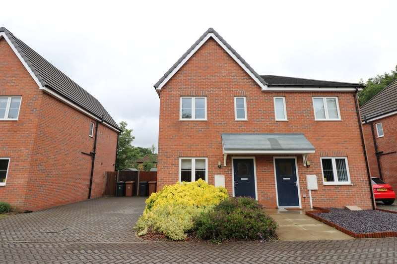 2 Bedrooms Semi Detached House for sale in Sampson Close, Lincoln, Lincolnshire, LN6