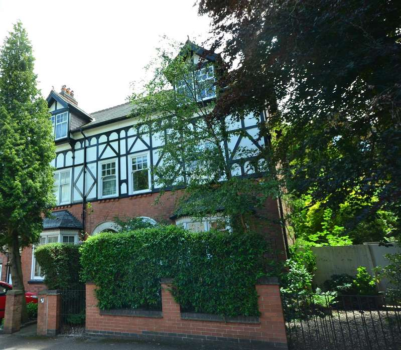 5 Bedrooms Semi Detached House for sale in St Johns Road, Leicester