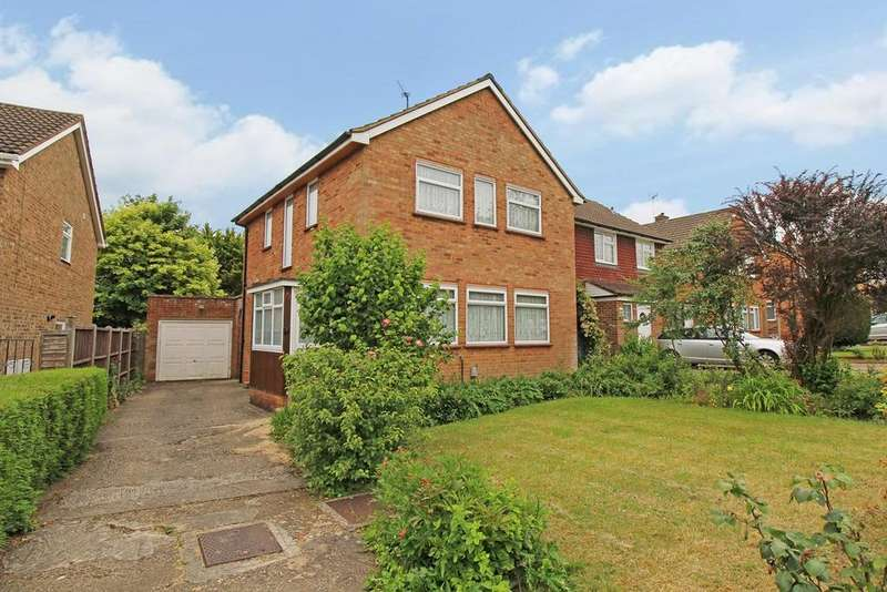 3 Bedrooms Semi Detached House for sale in Howard Drive, Letchworth Garden City, SG6