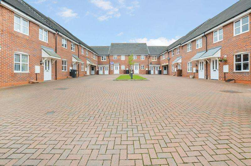 3 Bedrooms Terraced House for sale in Deansleigh, Lincoln
