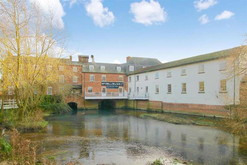 7 Bedrooms House for sale in Mill Drive, Grantham