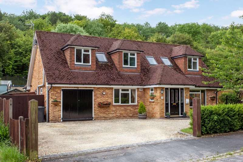 5 Bedrooms Detached House for sale in High Heavens Wood, Marlow, Buckinghamshire, SL7