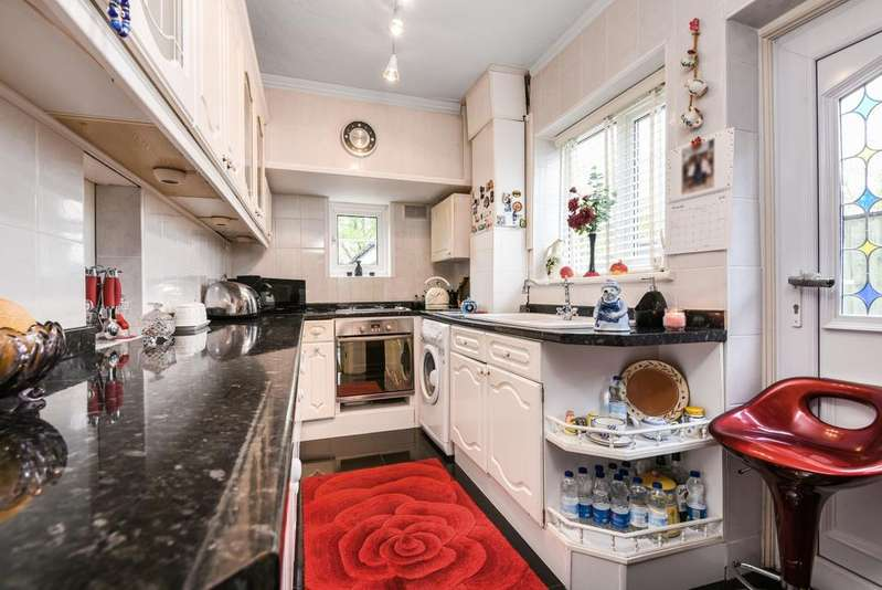 3 Bedrooms Semi Detached House for sale in Zangwill Road London SE3