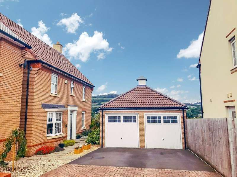 4 Bedrooms Detached House for sale in Company Farm Drive, Llanfoist, Abergavenny, NP7