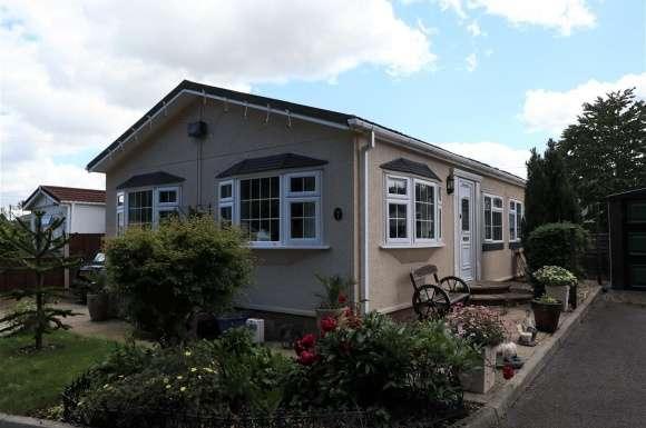 3 Bedrooms Property for sale in Ravenswing Park, Aldermaston, Reading