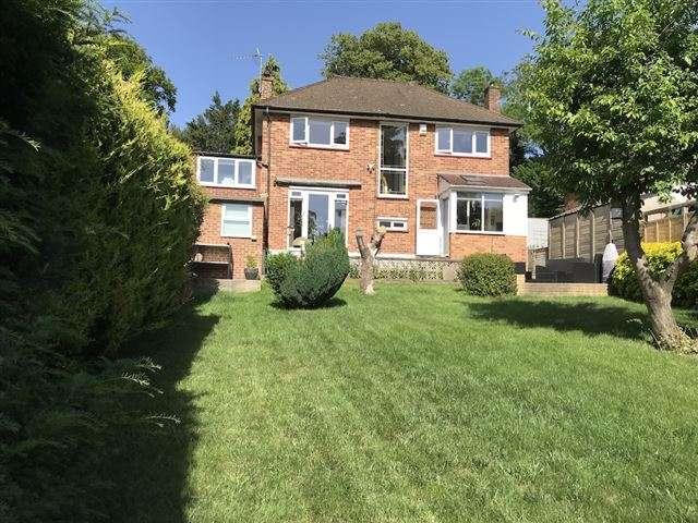 3 Bedrooms Detached House for sale in Coulsdon Road, Coulsdon, Surrey, CR5 2LA