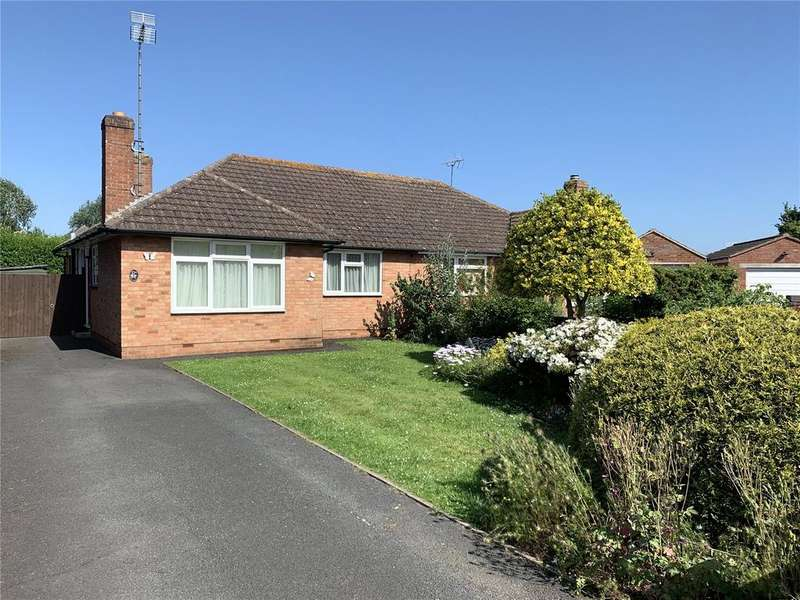 2 Bedrooms Bungalow for sale in Foxwell Drive, Hucclecote, Gloucester, GL3