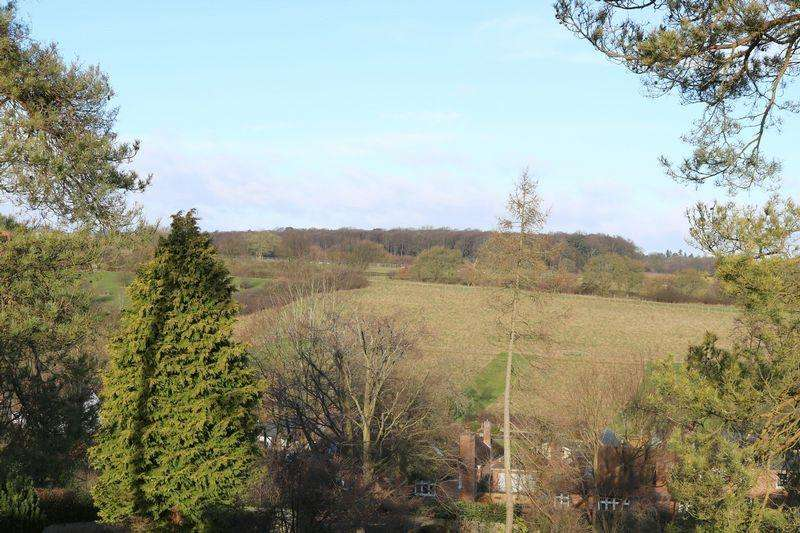 5 Bedrooms Detached House for sale in Deer Mead, Little Kingshill