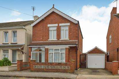 3 Bedrooms Detached House for sale in Windsor Street, Bletchley, Milton Keynes, Buckinghamshire