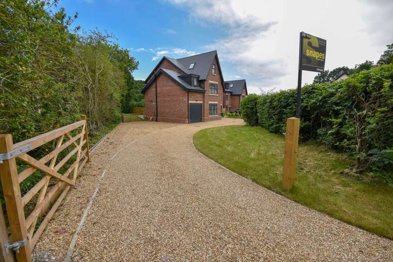 5 Bedrooms Detached House for sale in OAK HOUSE, 35 LOSTOCK HALL ROAD, POYNTON