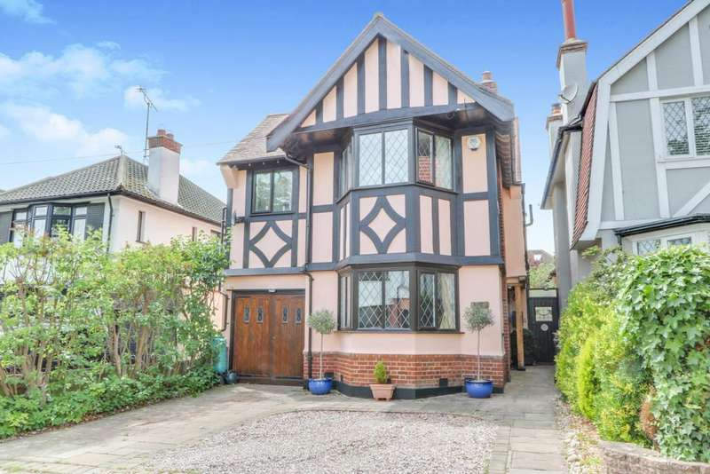 4 Bedrooms Detached House for sale in Chapmans Walk, Leigh-on-Sea