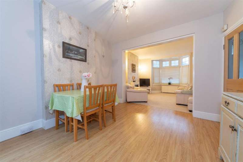4 Bedrooms Terraced House for sale in Chiltern Road, Dunstable, Bedfordshire