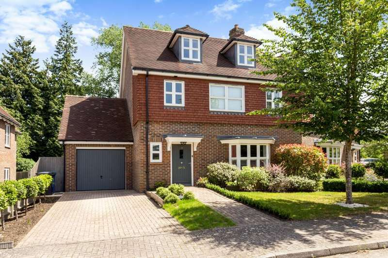 3 Bedrooms Semi Detached House for sale in Highgrove Avenue, Ascot