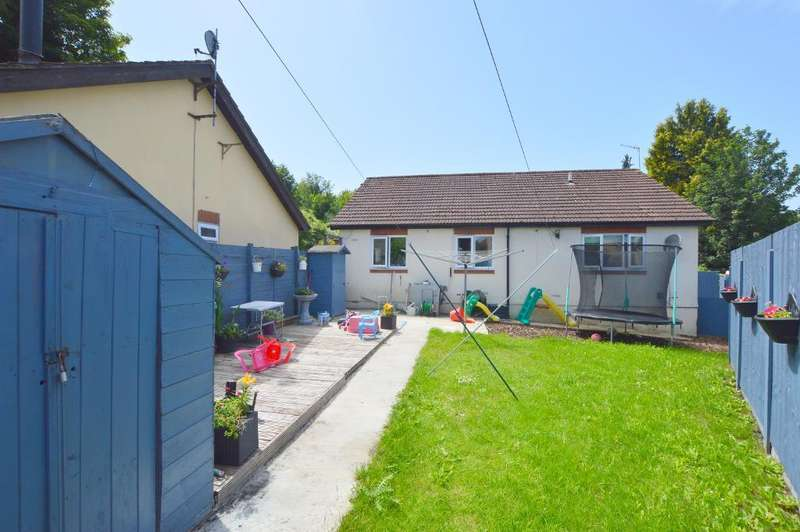 3 Bedrooms Detached Bungalow for sale in Mulberry Close, Luton, Bedfordshire, LU1 1BY