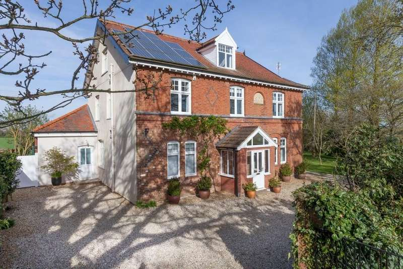 5 Bedrooms Detached House for sale in Hardingham