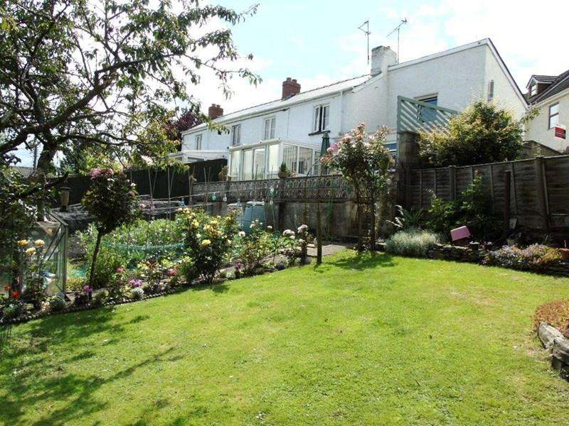 3 Bedrooms Semi Detached House for sale in Park Hill, Whitecroft, Lydney