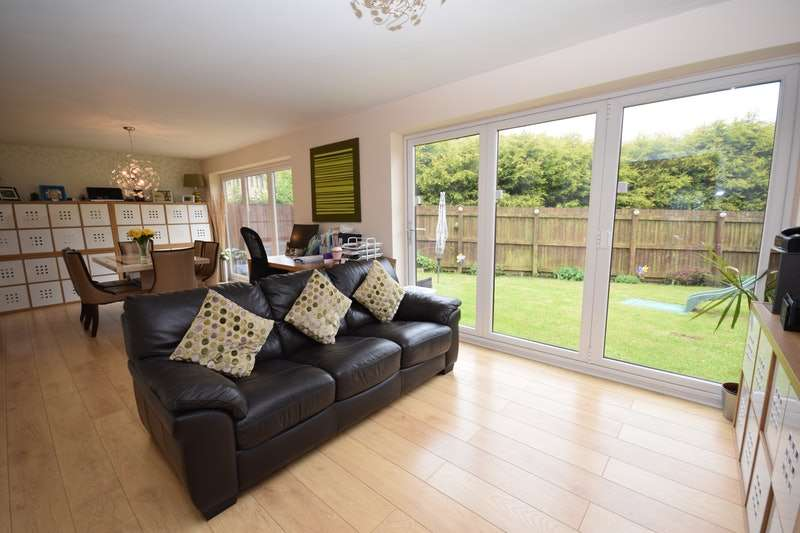 3 Bedrooms Detached House for sale in Rhodes Top, Glossop, Derbyshire, SK13