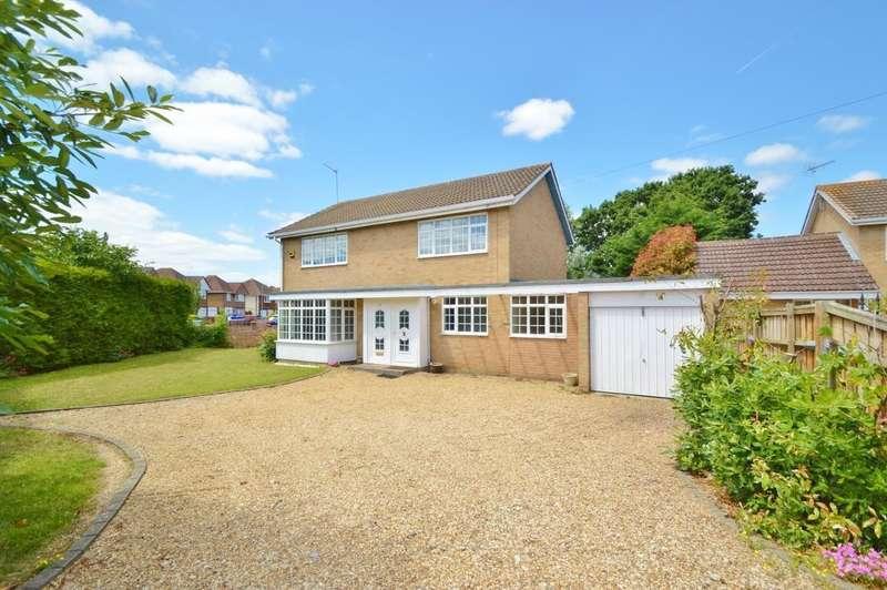 4 Bedrooms Detached House for sale in Kendrick Road, Langley, SL3