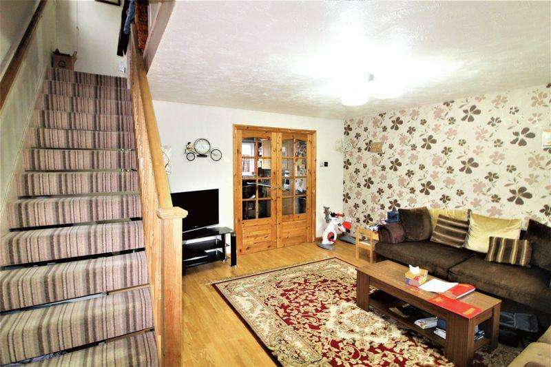 3 Bedrooms Semi Detached House for sale in Lovely Family Home On Coltsfoot Green, Birds