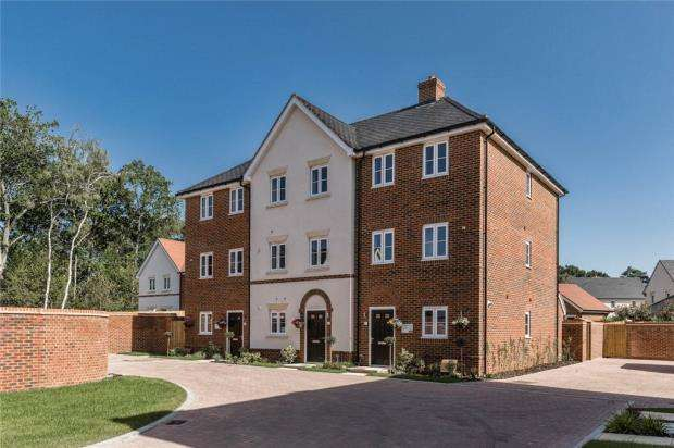 4 Bedrooms End Of Terrace House for sale in Oakham Park, Old Wokingham Road, Crowthorne