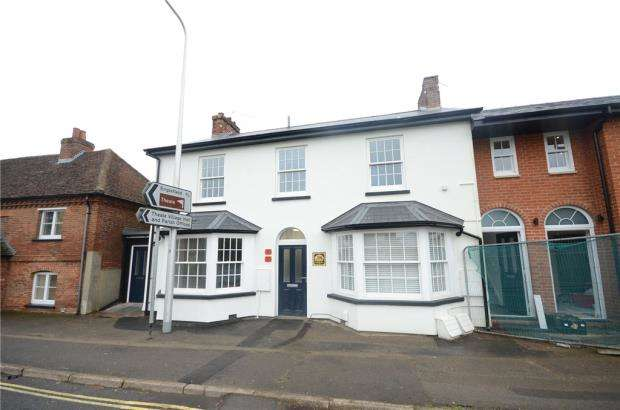 2 Bedrooms Apartment Flat for sale in Church Street, Theale, Reading