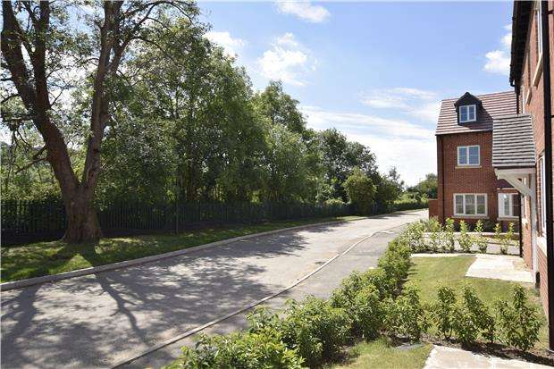 5 Bedrooms Detached House for sale in 15 New Dawn View, Off Stroud Road, GLOUCESTER, GL1 5LQ