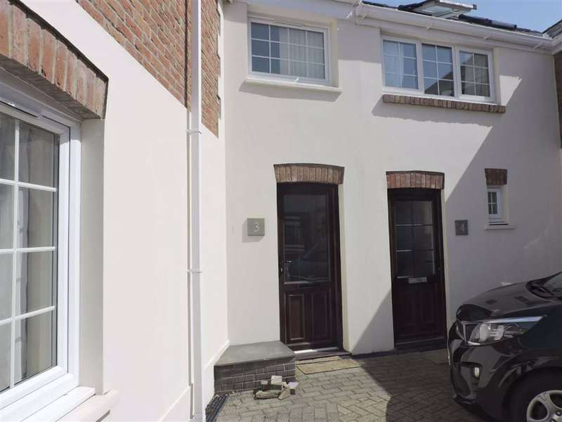 2 Bedrooms Terraced House for sale in Brodog Court, Fishguard