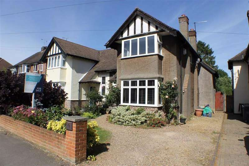4 Bedrooms Semi Detached House for sale in Hazelwood Drive, St Albans, Hertfordshire