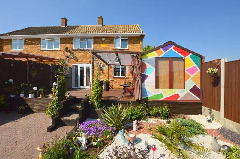 3 Bedrooms Semi Detached House for sale in Pond Close, Luton, Bedfordshire, LU4 9PB