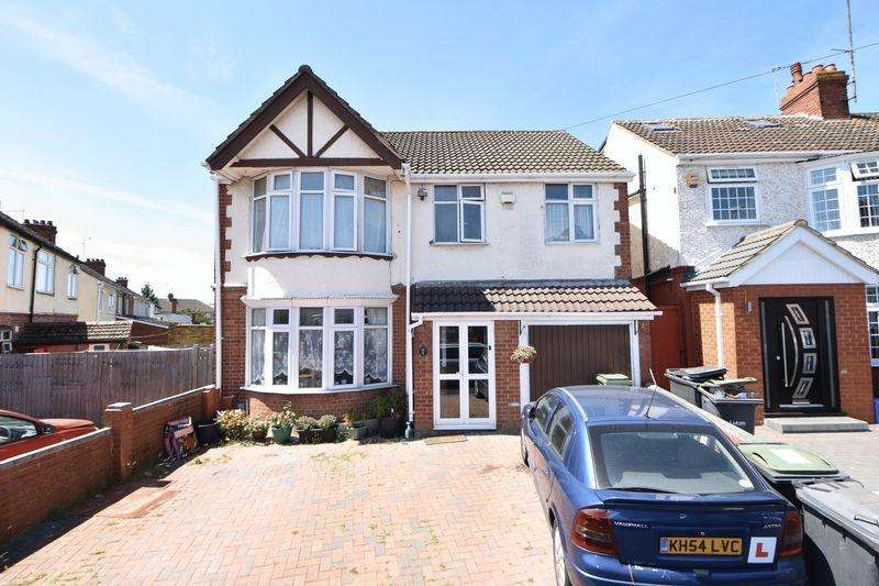 5 Bedrooms Detached House for sale in High Mead, Luton