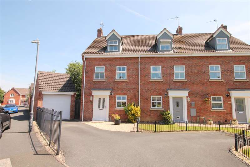 3 Bedrooms Semi Detached House for sale in Station Road, Alcester, Warwickshire, Alcester