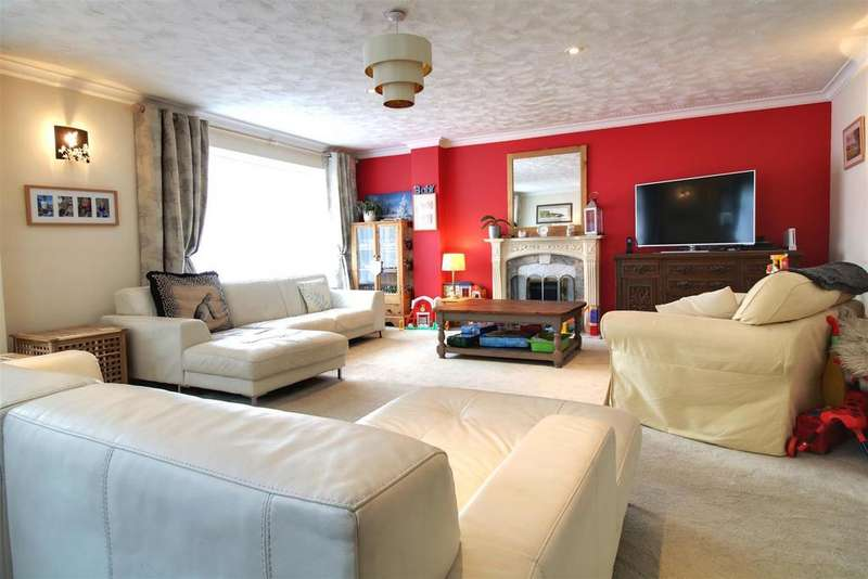 5 Bedrooms Detached House for sale in Chestnut Grove, Purley On Thames, Reading