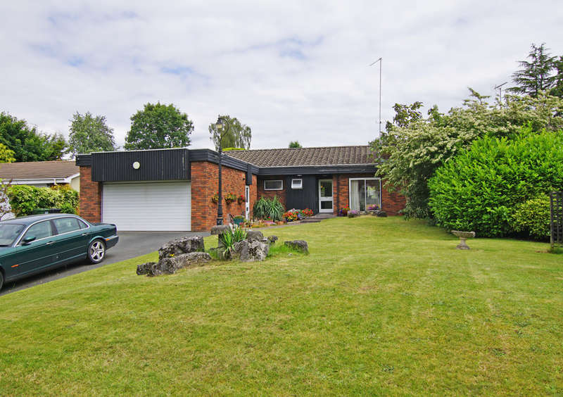 3 Bedrooms Detached Bungalow for sale in Station Road, Blackwell, B60 1QB