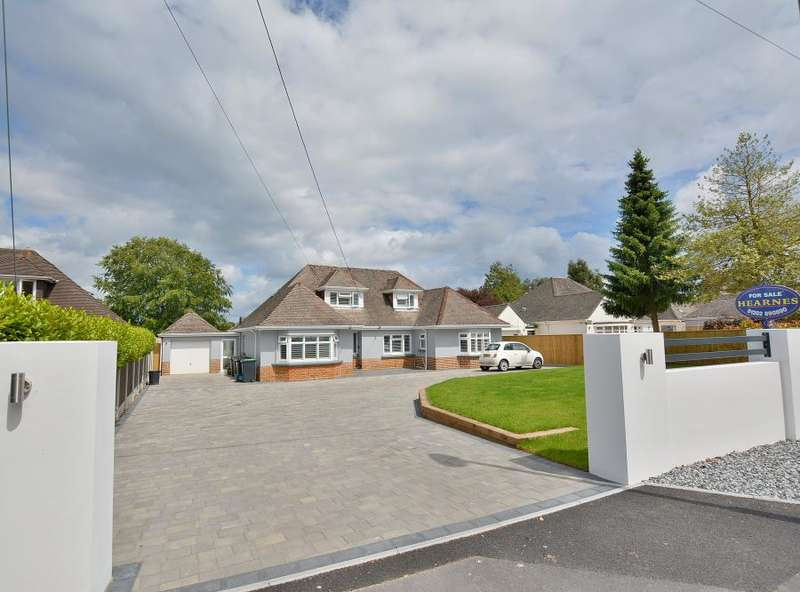 4 Bedrooms Detached House for sale in Crescent Walk, West Parley,Dorset, BH22 8PZ