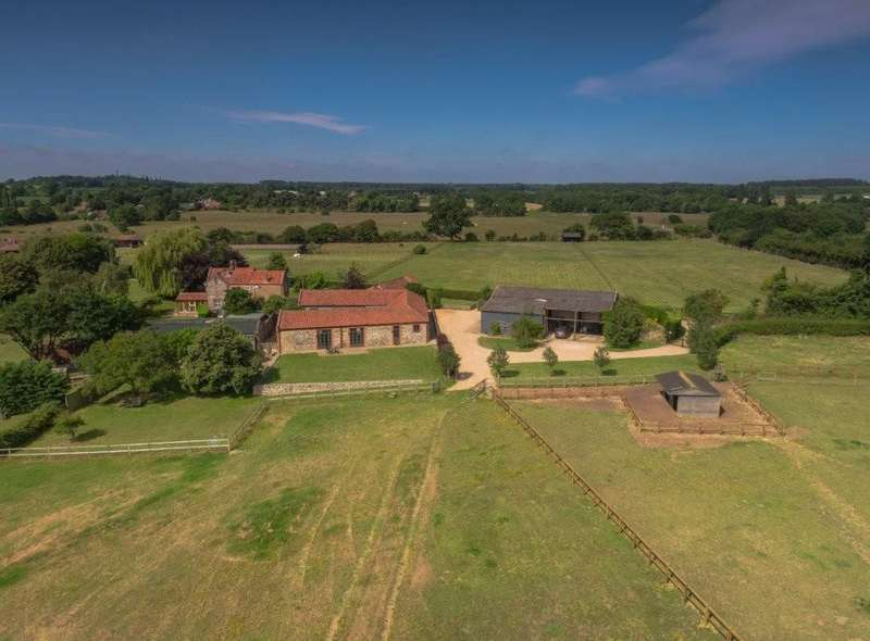 5 Bedrooms Barn Conversion Character Property for sale in Roudham