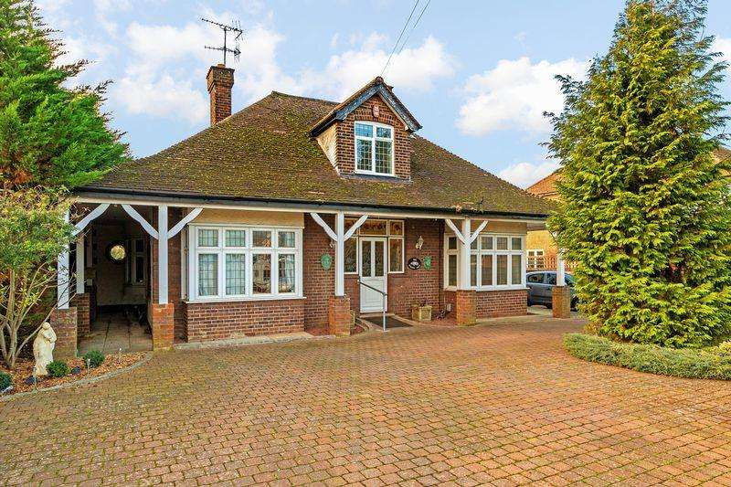 4 Bedrooms Detached House for sale in Barton Road