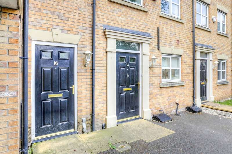 2 Bedrooms Semi Detached House for sale in Glendevon Close, Manchester, M22