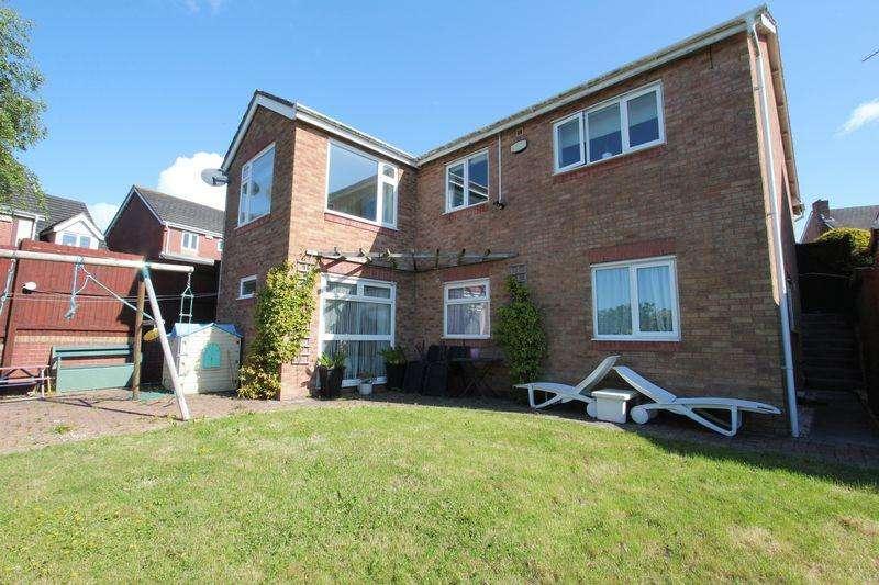 4 Bedrooms Detached House for sale in Heol Miaren, Barry