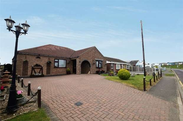 3 Bedrooms Detached Bungalow for sale in Roman Bank, Sandilands, Mablethorpe, Lincolnshire